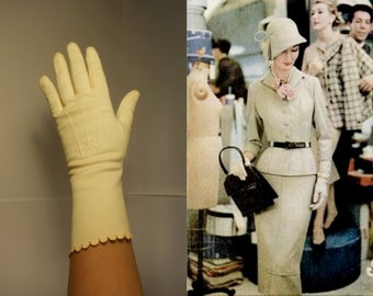 Behind The Scenes - Vintage 1940s Ivory Mid Arm Scalloped Gloves - 6.5/7