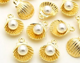PD-1979-GD / 4 Pcs - Pearl Shell Charm Pendants, White Pearl in the Shell Charms, Gold Plated over Pewter / 11mm x 14.5mm