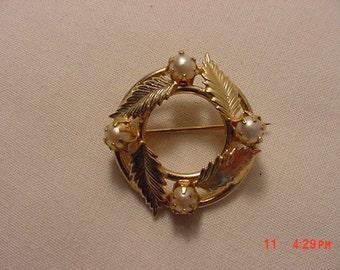 Vintage Faux Pearl Brooch  17 - 117