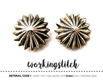 2PCS 31.5mm Zinc Vintage Flower and Ornament pattern screw back Rivet Hardware Finding for Leathercrafts