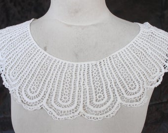 Cute pieces venice   applique   back  and front  white color  1 pieces listing