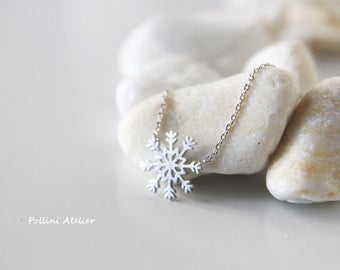 Snowflake Necklace in Silver/ Gold. Snowflake Jewelry. Winter Themed Jewelry. Sweet 16. Christmas Gift. Gift For Her (PNL-201)
