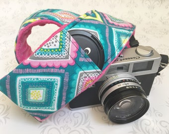 DSLR Minky Camera Strap, Padded with Lens Cap Pocket, Nikon, Canon, DSLR Photography, Photographer Gift, Wedding - Teal Triangles & Fuschia