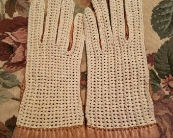 Vintage Dead Stock Never Worn Made In France for Alexander's Driving Gloves Ladies Retro Size 7 Tan Leather and Crocheted
