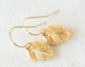 ON SALE Tiny Detailed Gold Leaf  Earrings - Everyday dainty small jewelry