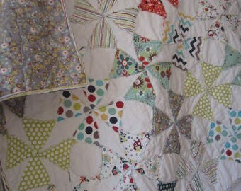 Owl Vintage Look Baby/Toddler Quilt..........A Fray Edge Circle Quilt........Ready to Ship