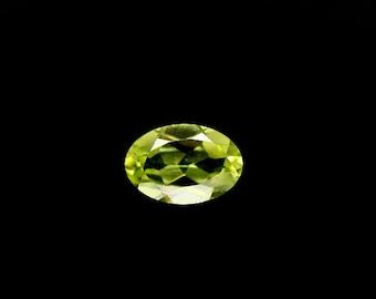 PERIDOT  (32462) -  Nice! 4 x 6mm Oval Green Peridot - Nice!