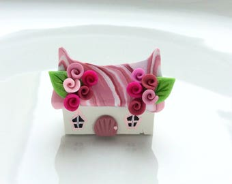 Miniature fairy cottage in dark pink handmade from polymer clay