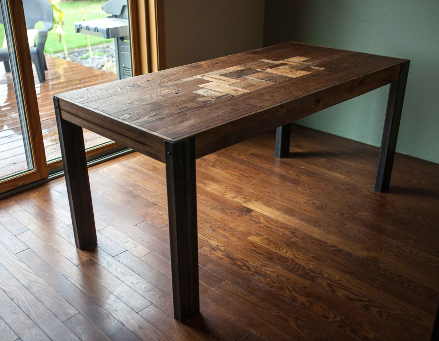 pallet wood dining table with metal legs. Black Bedroom Furniture Sets. Home Design Ideas