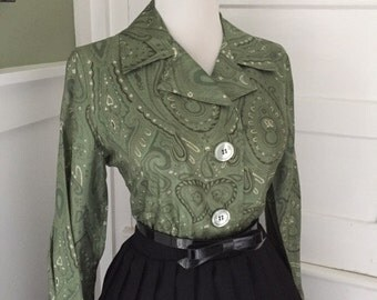 Flirty Vintage 1950s 1960s SILK Atomic Green Paisley Print 3/4 Length Long Sleeve Button Down Blouse