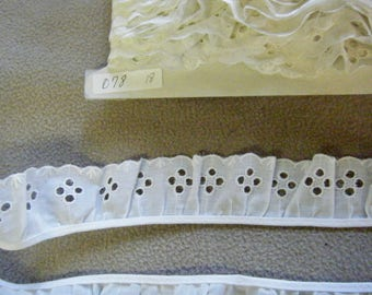 "LACE GATHERED EYELET Trim 2 yards  1 5/8"" Wide Poly Cotton   078"