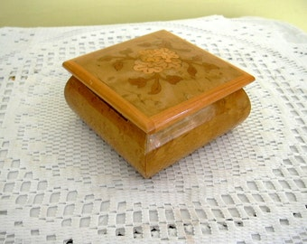 Vintage Small Wood Jewelry Trinket Jewellery Gift Presentation Square Box Red Velvet Lining Hinged Lid