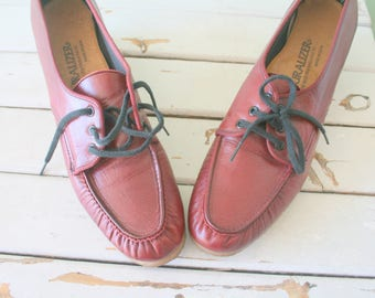 Vintage Naturalizer Red LEATHER Loafer Oxfords...size 8 womens..loafers. oxfords. granny shoes. flats. mod. classic. librarian. 1970s. disco