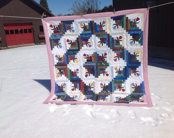 Classic log cabin pattern updated with the addition of tulips.
