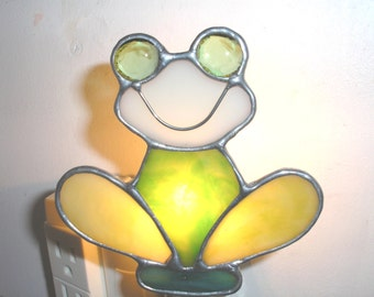 LT Stained glass, green, Frog, night light, lamp, my hand made in the USA, wall decoration, accent lighting, unique gift, Amphibians, light,