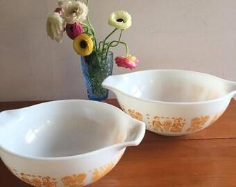 Pyrex Orange Amish Butterprint 4 qt 444  and 2 1/2 qt 443 Cinderella Mixing Bowls