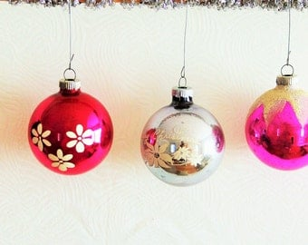 Shiny Brite ornaments set of 3 flocked stenciled retro mercury glass  / pretty printed pink white silver USA / collectible 1950s Christmas