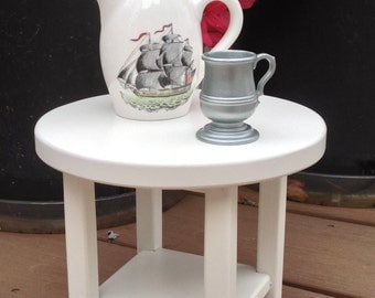 American Girl doll: Furniture, nightstand for 18 in doll, round, white end table