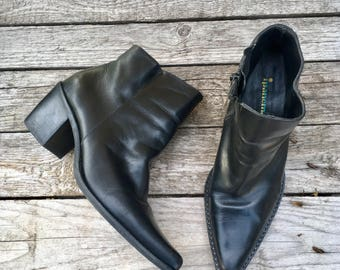 8.5 M | 90's Vintage Pointed Toe Ankle Boots in Black by iPanema