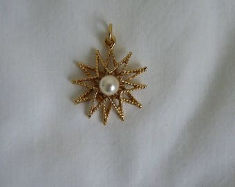 New gold tone and faux pearl twelve pointed star pendant