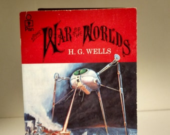 1985 War of the Worlds by H.G. Wells