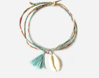Liberty bracelet with cowrie and pompom
