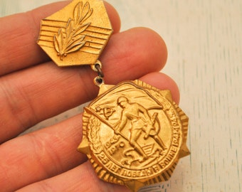 "Vintage 1970 Soviet Russian medal,badge ""25 Years of Victory WW2"""