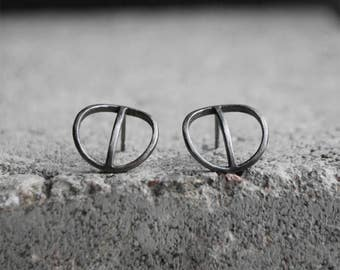 TYYNI Earrings Sterling silver, dark grey / black oxidized recycled silver hand carved circle, Wild & Arrow
