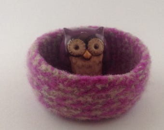 felted wool bowl, felted container, jewelry holder, desktop storage, fuschia and oatmeal colored wool basket