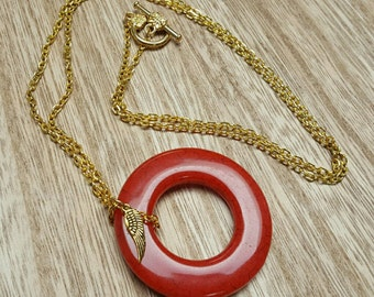ON A WING vintage acrylic donut pendant goldplated chain necklace jewelry