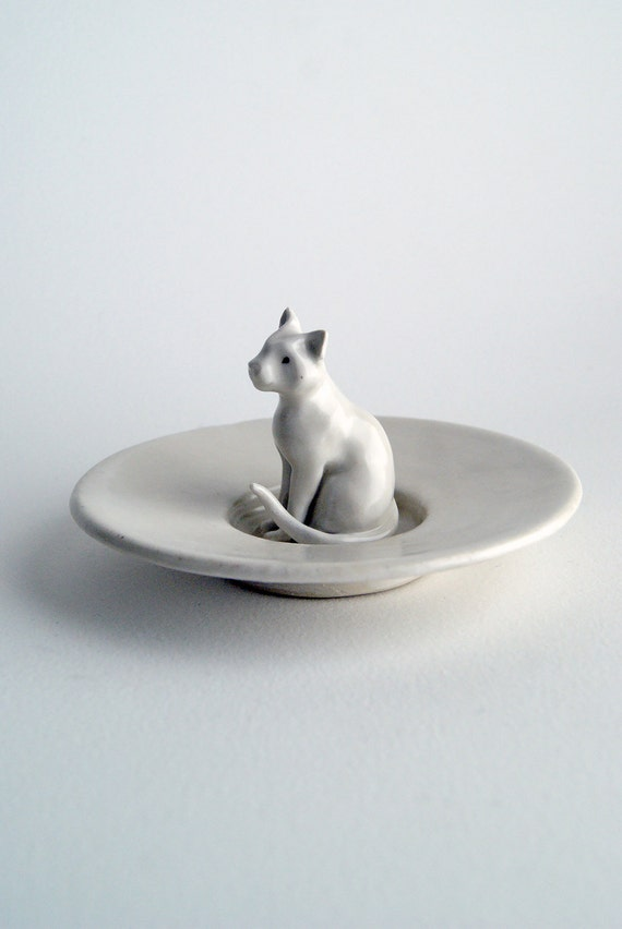 small cat dish - ring holder - porcelain plate