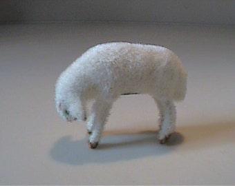 Vintage flocked or fuzzy Kunstlershutz white lamb or sheep - West Germany
