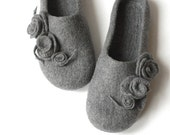 Women house shoes - grey felted wool slippers with roses - Valentines gift - made to order - gift for her - women slippers - wool slippers