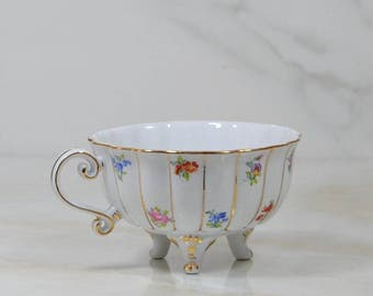 Vintage Three Toed China Tea Cup, White Teacup With Tiny Floral Accents & 24K Gold Trim, By Ganz, Three Legged Tea Cup, Porcelain Tea Cup