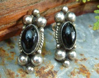 BLACK ONYX MEXICAN Sterling Taxco vintage screw back signed  earrings