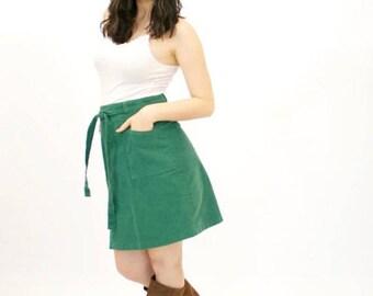 20% OFF SALE 70's Vintage Mini Skirt, Short Skirt, Emerald Green Skirt, Corduroy Skirt, Pinwale Skirt