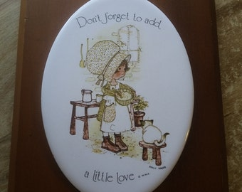 HOLLY HOBBIE wall hanging love cat seventies 70s
