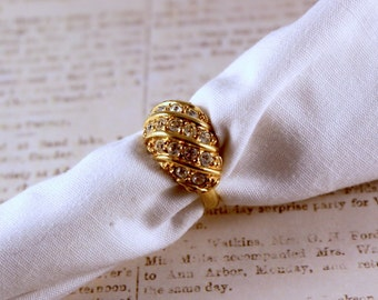 Avon Hollywood Style Gold Tone Ring With Rhinestones  - Vintage 1992
