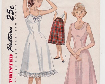 1951 Size 10 Junior Girl's Slip Petticoat Vintage Sewing Pattern [Simplicity 3664] Size 10, Bust 28, Mostly Cut