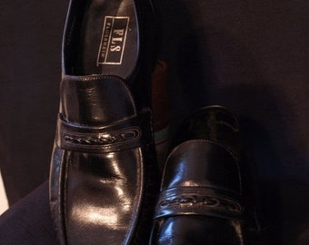 SALE Florsheim black loafter , leather soles,80's litter wear , great condition, size 11 D
