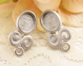 Matte Pewter Scroll 10x8mm Oval Bezel Setting Earring Studs with Ring Cast Pewter Ear Post Findings – Pair