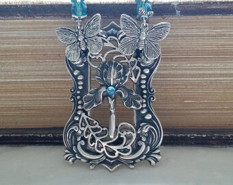 Steampunk with 2 butterfly and a flower pendant necklace