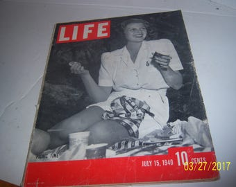 July 15, 1940  LIFE Picnic Time Rita Hayworth Actress WWII Magazine