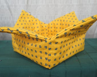 Bread basket, oilcloth, cotton coated,wipeable,reversible and foldable. Fabric from Provence, France. Matching napkins.....All over yellow