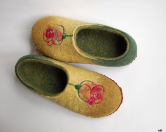 Roses art slippers - Felted slippers - Green mossy felt slippers - Women wool home shoes - Custom slippers -ready to ship 5,5 US 35,5 EU