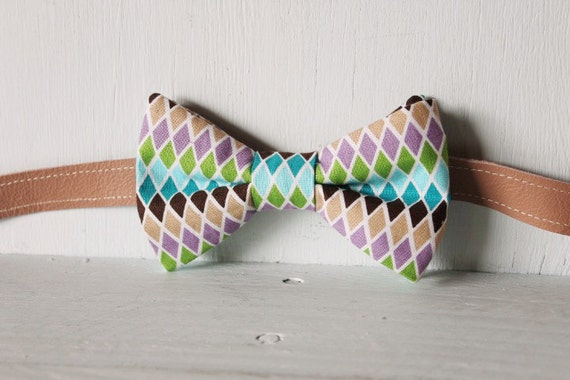 Bow tie unisex >> Green, blue, black, purple, fawn patterned bow, leather strap, buckle >> Brisbane