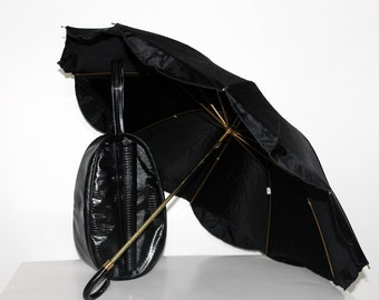 Vintage Shoe Bag//Black//Matching Umbrella//Faux Alligator Print//Vinyl//1960s Shoe Tote