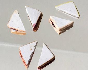 """Dollhouse Miniature 1"""" Scale Peanut Butter & Jelly Sandwich (ITZ)"""