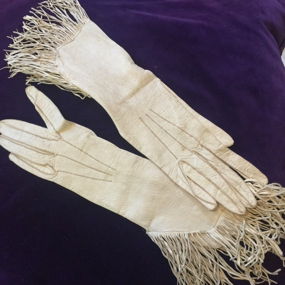 vintage gloves 1920s gauntlets fringed white leather xs fringing 20s 30s gloves bridal vintage wedding pin up 1920s glam 1930s small