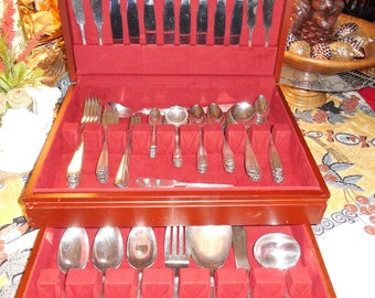 """Huge 98 Piece National Silverware """"Nineteen"""" Pattern Set Looks like New Set for 8w/ 10 Piece Place Settings 1925 Art Deco Pattern & Chest"""